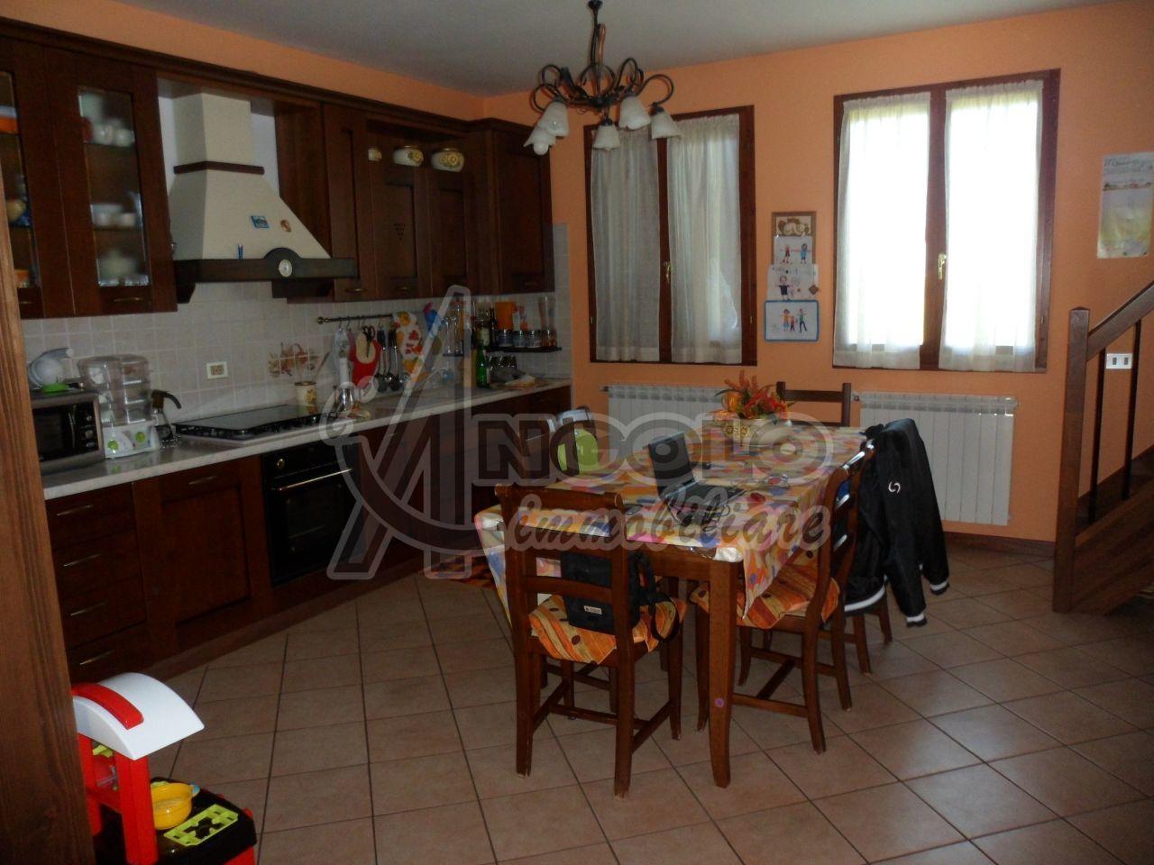 Appartamento in vendita a Canaro, 4 locali, prezzo € 98.000 | Cambio Casa.it