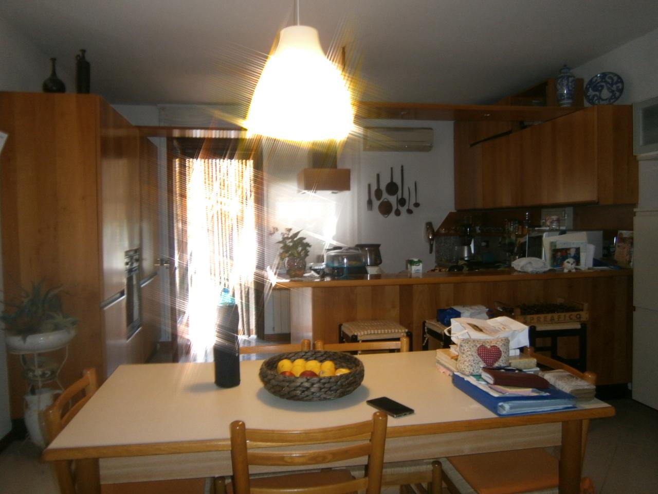 Appartamento in vendita a Zimella, 5 locali, prezzo € 118.000 | CambioCasa.it