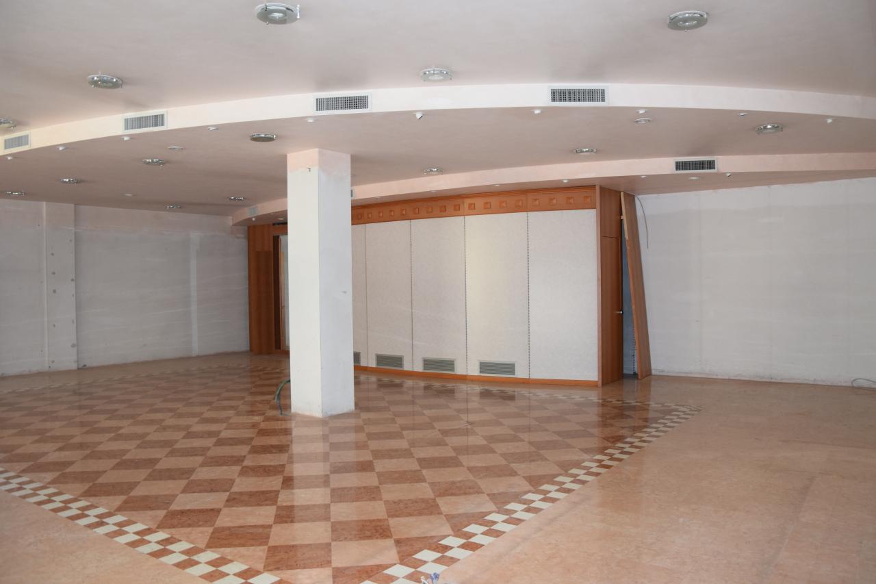 Negozio / Locale in affitto a Arzignano, 2 locali, Trattative riservate | Cambio Casa.it
