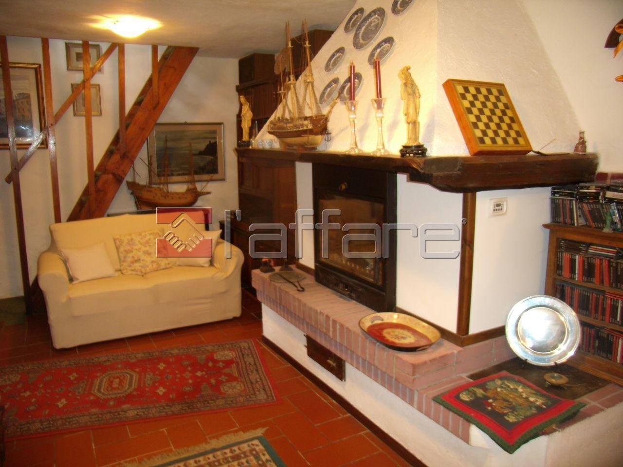 Soluzione Indipendente in vendita a Pontedera, 7 locali, prezzo € 250.000 | CambioCasa.it