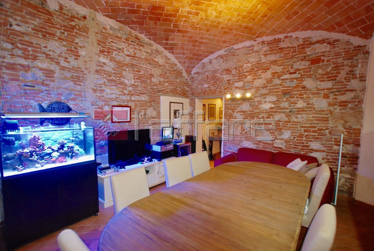 Appartamento in vendita a Pontedera, 6 locali, prezzo € 410.000 | CambioCasa.it