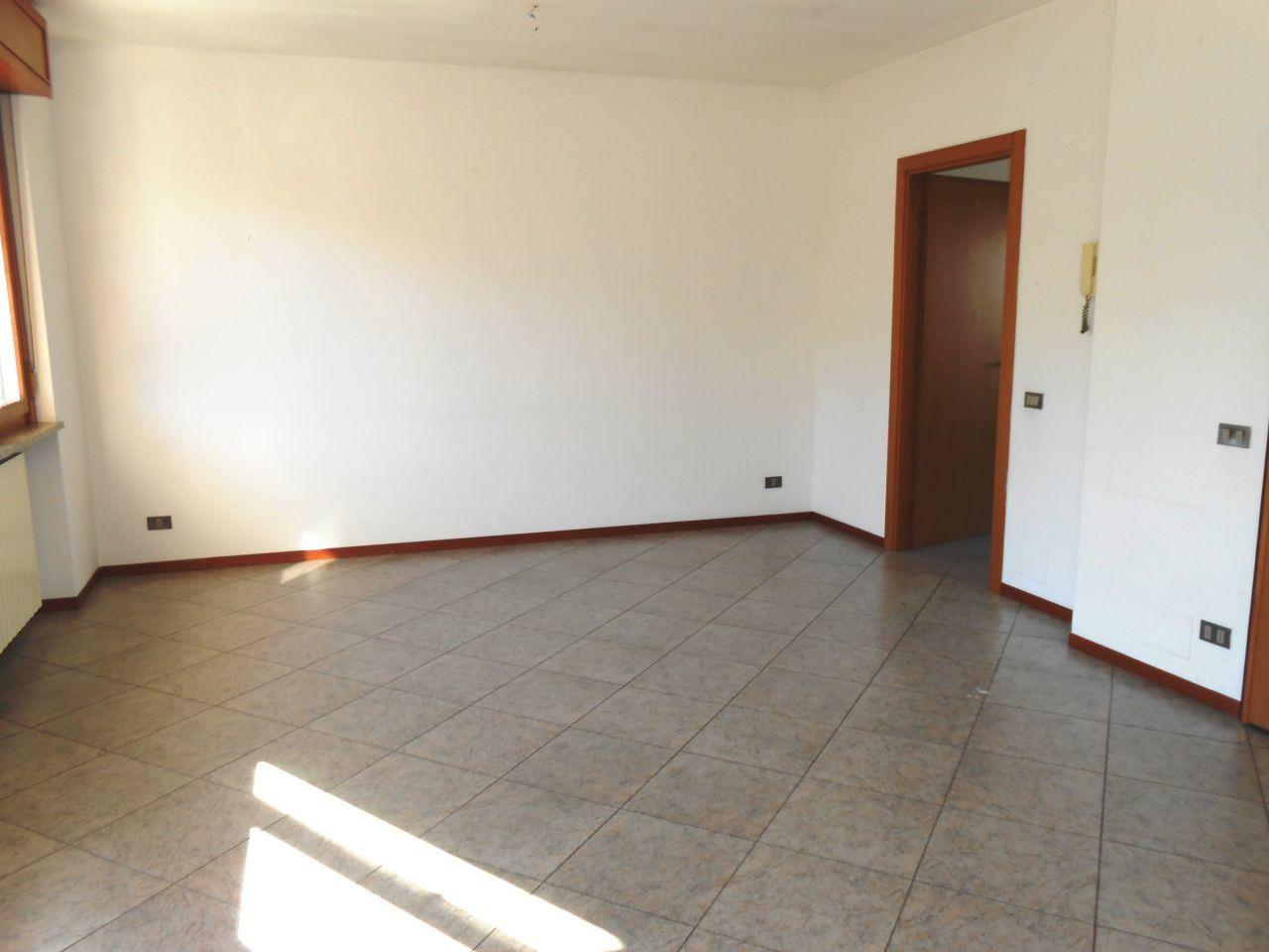 affitto appartamento novara   650 euro  4 locali  120 mq