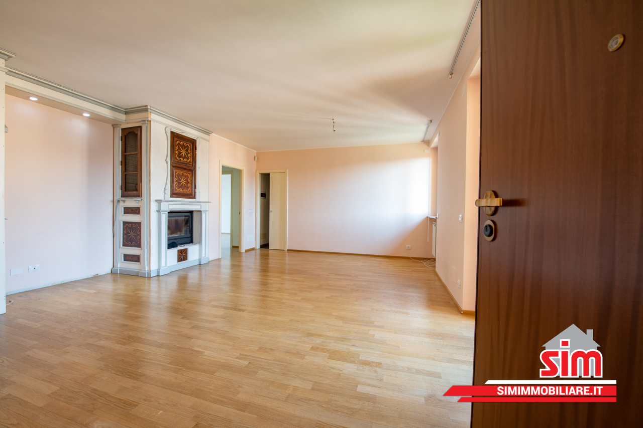 Appartamento, 133 Mq, Affitto - Novara (Novara)