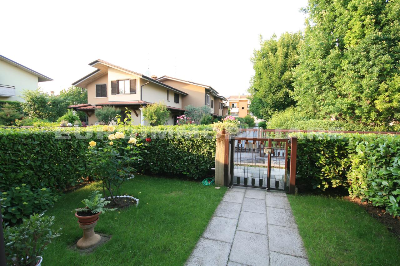 Villa a Schiera in Vendita a Rodengo-Saiano