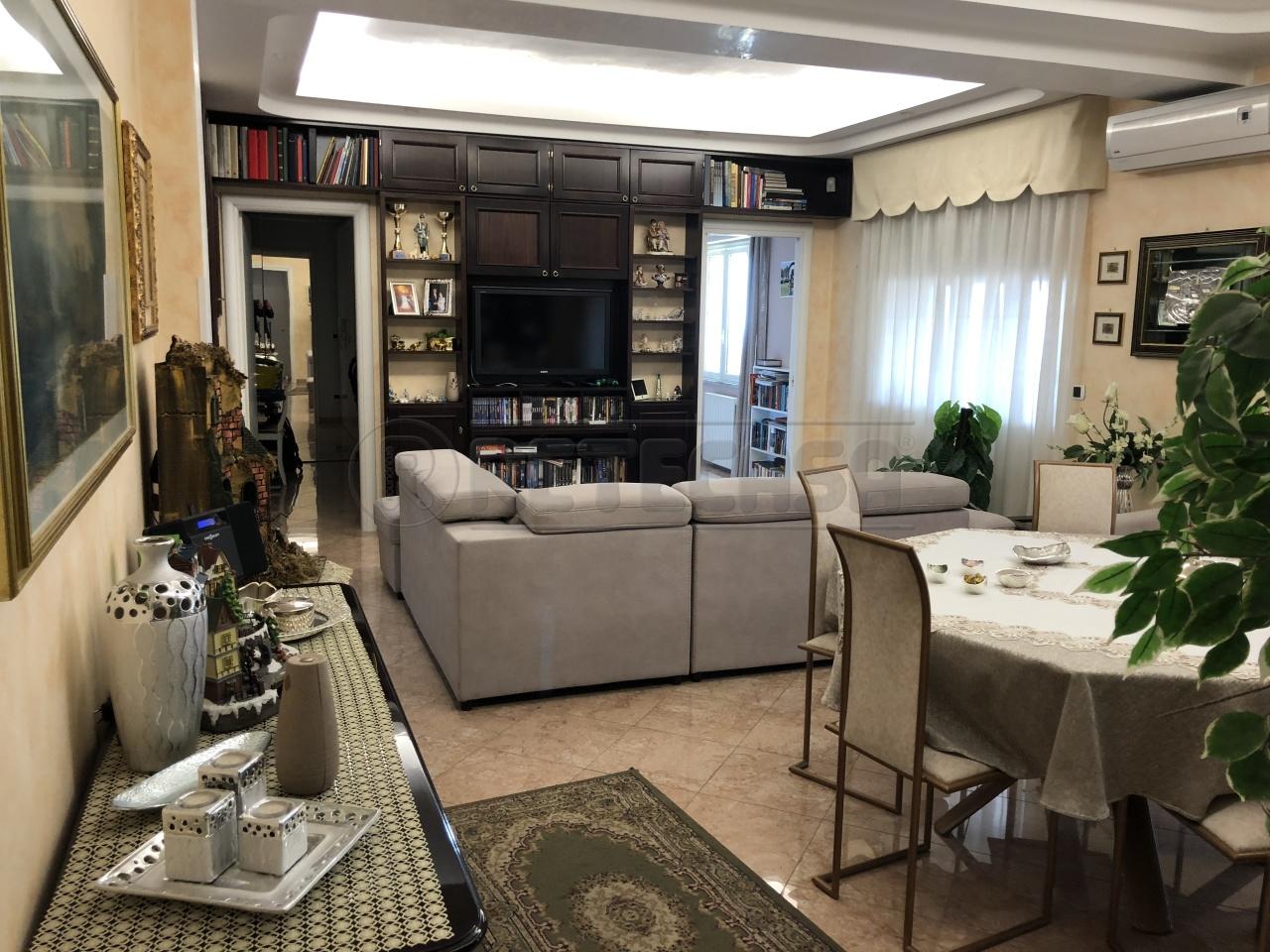 Appartamento quadrilocale in vendita a Catanzaro (CZ)
