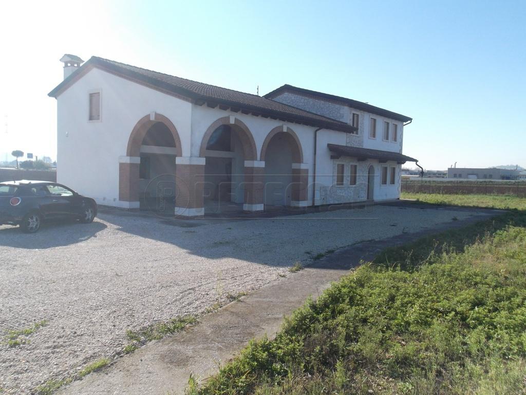 Villa in Vendita a Montecchio Maggiore