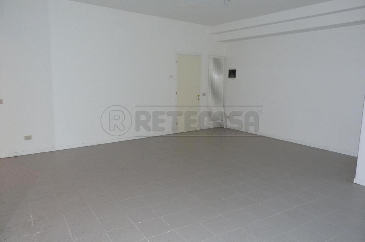 Negozio / Locale in affitto a Valdagno, 2 locali, prezzo € 350 | Cambio Casa.it