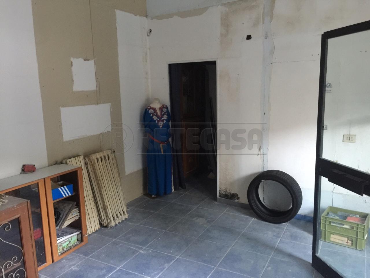 Negozio / Locale in affitto a Catanzaro, 1 locali, prezzo € 300 | Cambio Casa.it