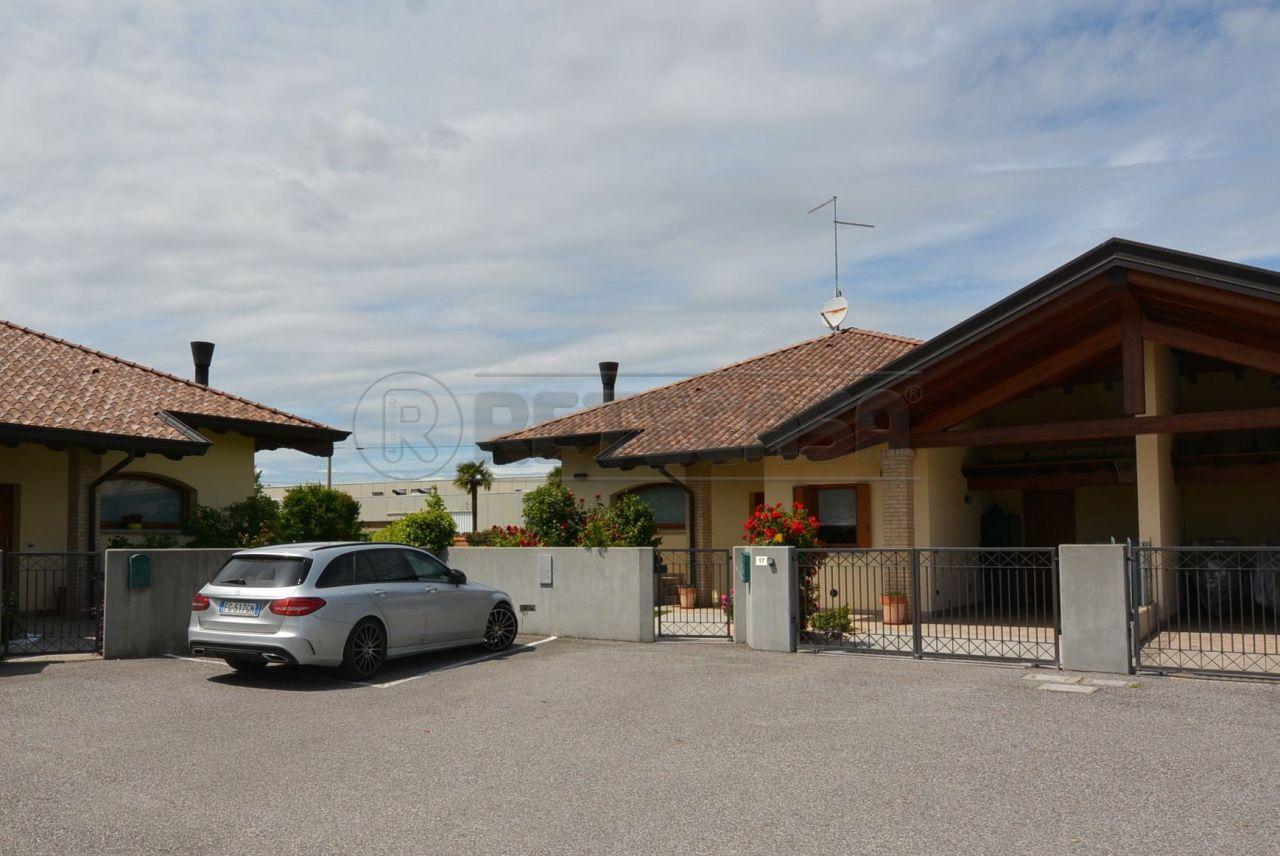 Soluzione Indipendente in vendita a Gonars, 7 locali, prezzo € 298.000 | Cambio Casa.it