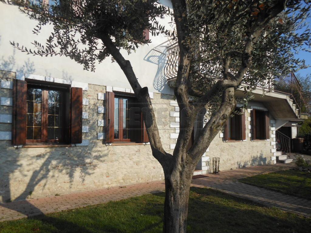 Soluzione Indipendente in vendita a Bassano del Grappa, 8 locali, prezzo € 270.000 | Cambio Casa.it