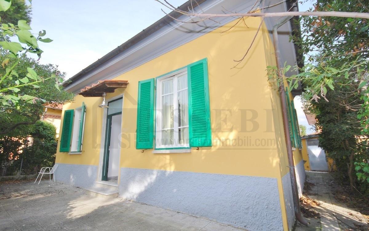 Soluzione Indipendente in affitto a Pietrasanta, 5 locali, Trattative riservate | CambioCasa.it