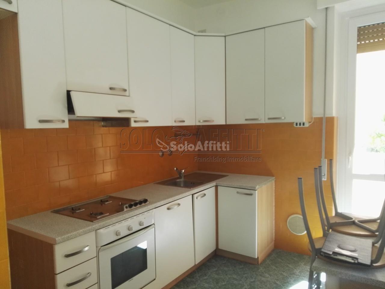 Affitto appartamento trilocale arredato 100 mq for Affitto saronno arredato
