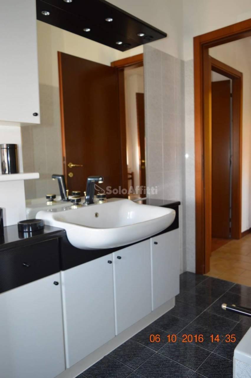 Bilocale Lacchiarella Via Trento  2 12