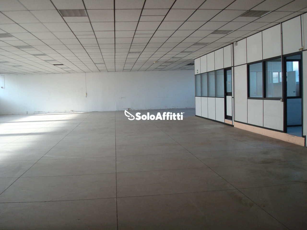 Ufficio diviso in ambienti/locali in affitto - 200 mq