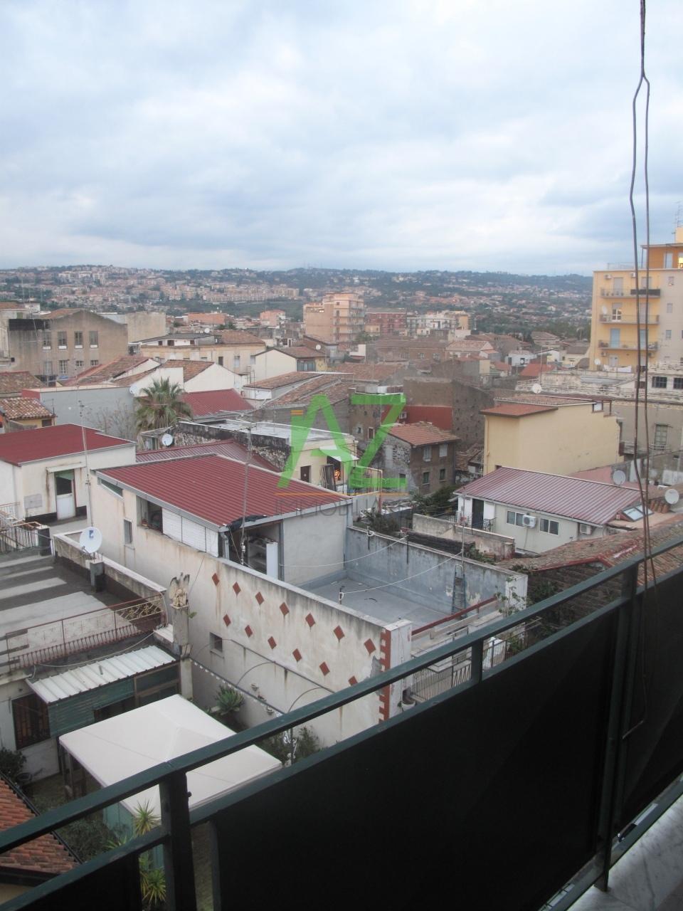 Appartamento in vendita a Catania, 4 locali, prezzo € 99.000 | Cambio Casa.it