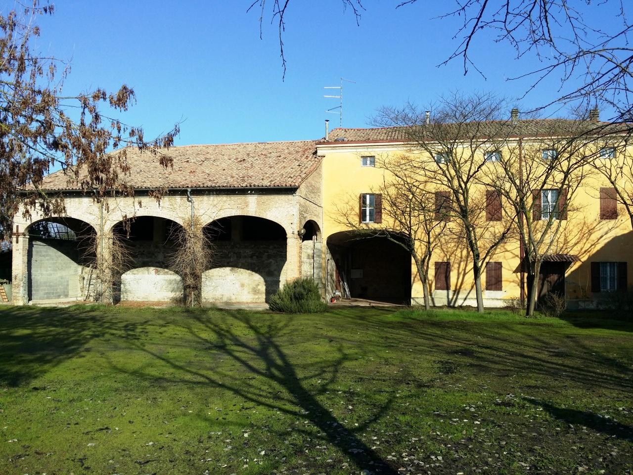 Rustico / Casale in vendita a Parma, 18 locali, prezzo € 450.000   Cambio Casa.it