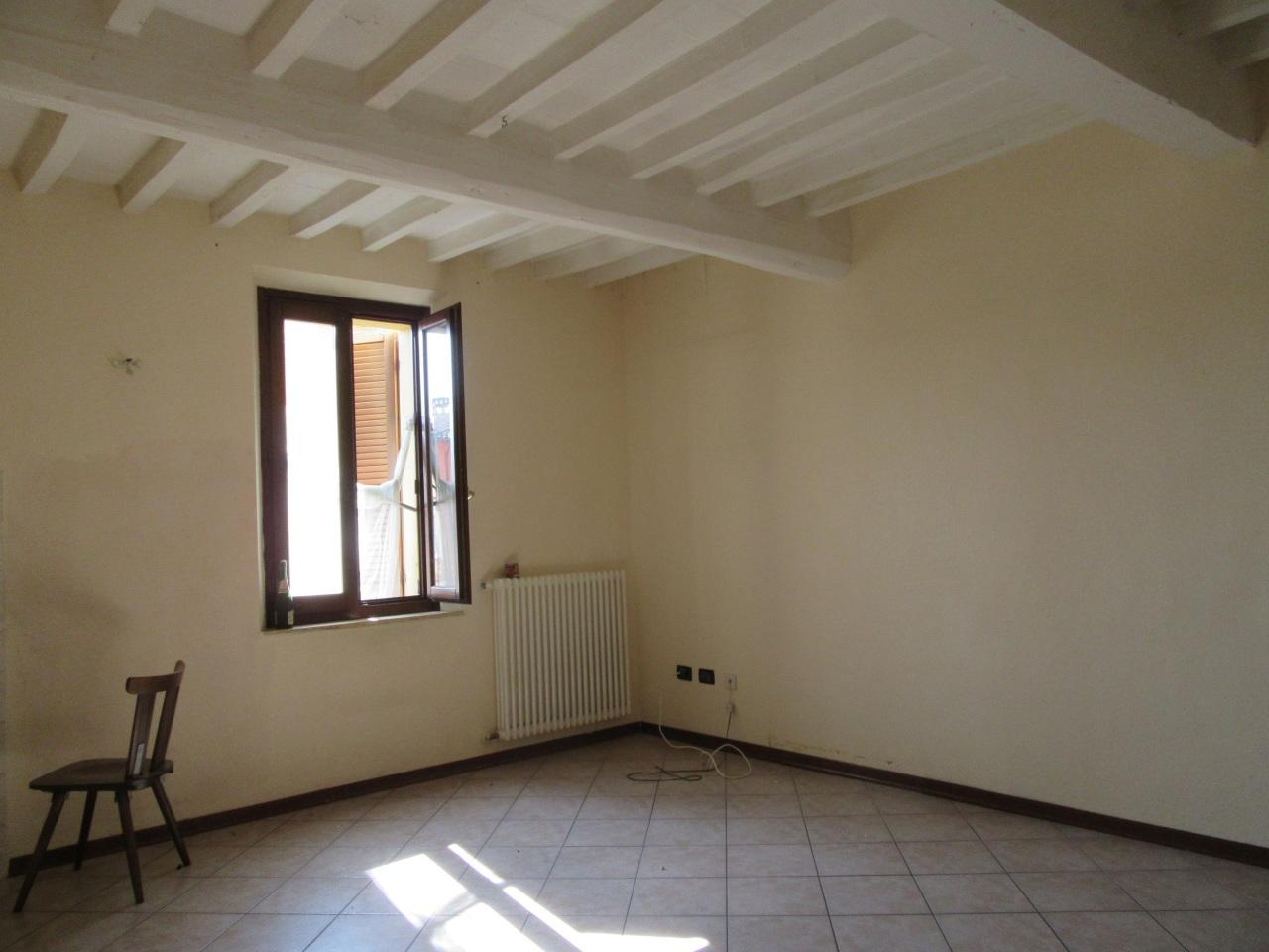 Appartamento in vendita a Medesano, 3 locali, prezzo € 81.500   Cambio Casa.it