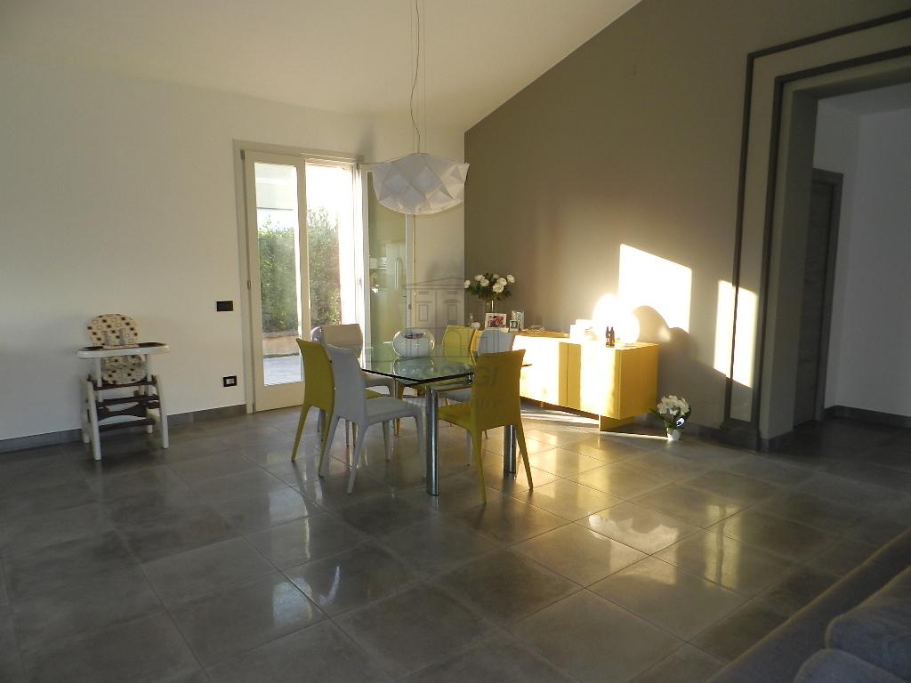 Soluzione Indipendente in affitto a Capannori, 8 locali, prezzo € 1.500 | CambioCasa.it