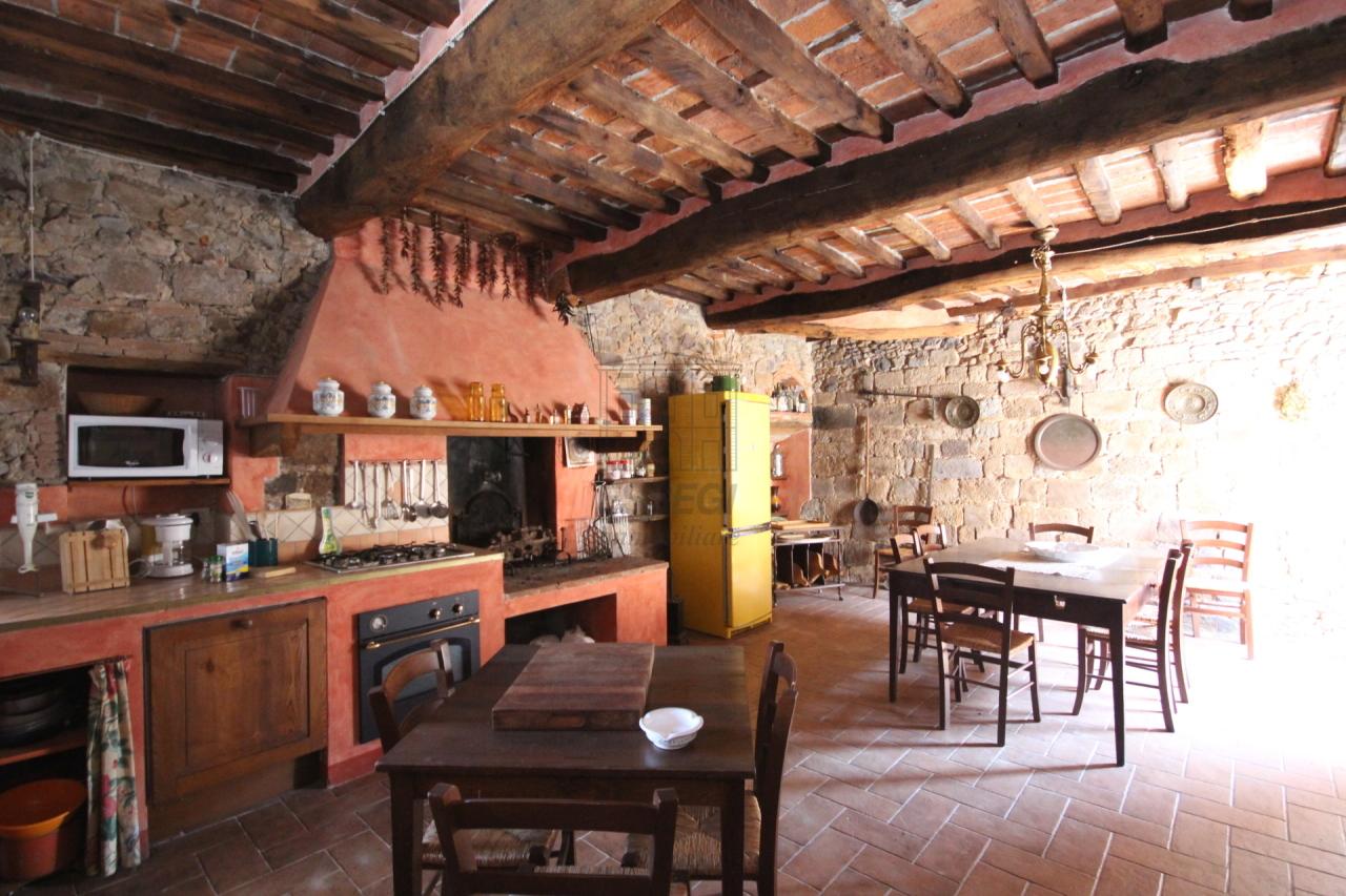 tipica casa toscana di paese sulle colline di lucca img 2