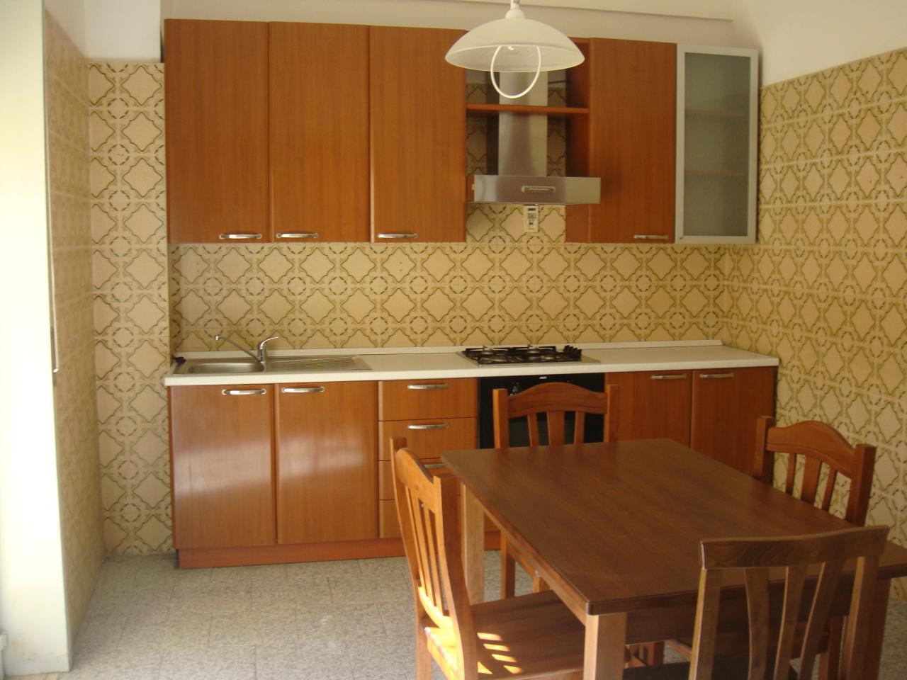 affitto appartamento reggio di calabria   400 euro  4 locali  100 mq