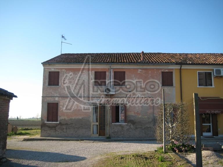 Villa a Schiera in vendita a Fiesso Umbertiano, 8 locali, prezzo € 25.000 | Cambio Casa.it