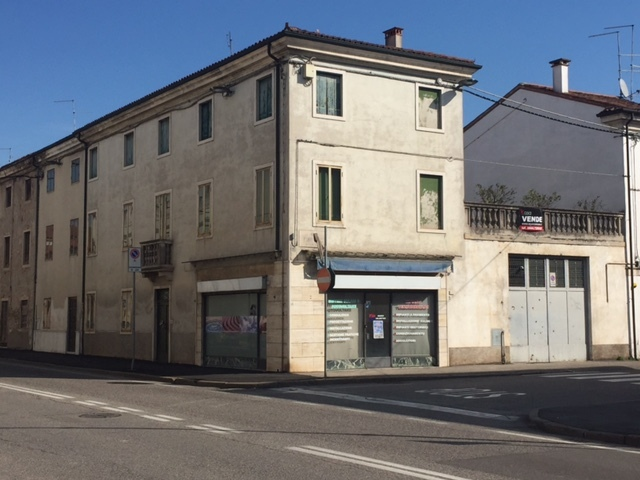 Soluzione Indipendente in vendita a Lonigo, 8 locali, Trattative riservate   Cambio Casa.it