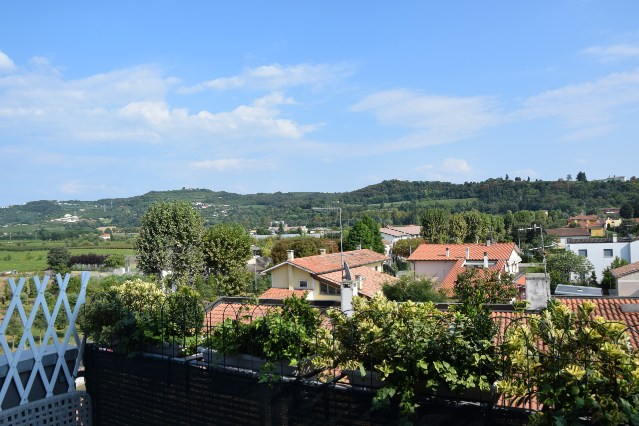Appartamento in vendita a Lonigo, 4 locali, prezzo € 108.000 | Cambio Casa.it