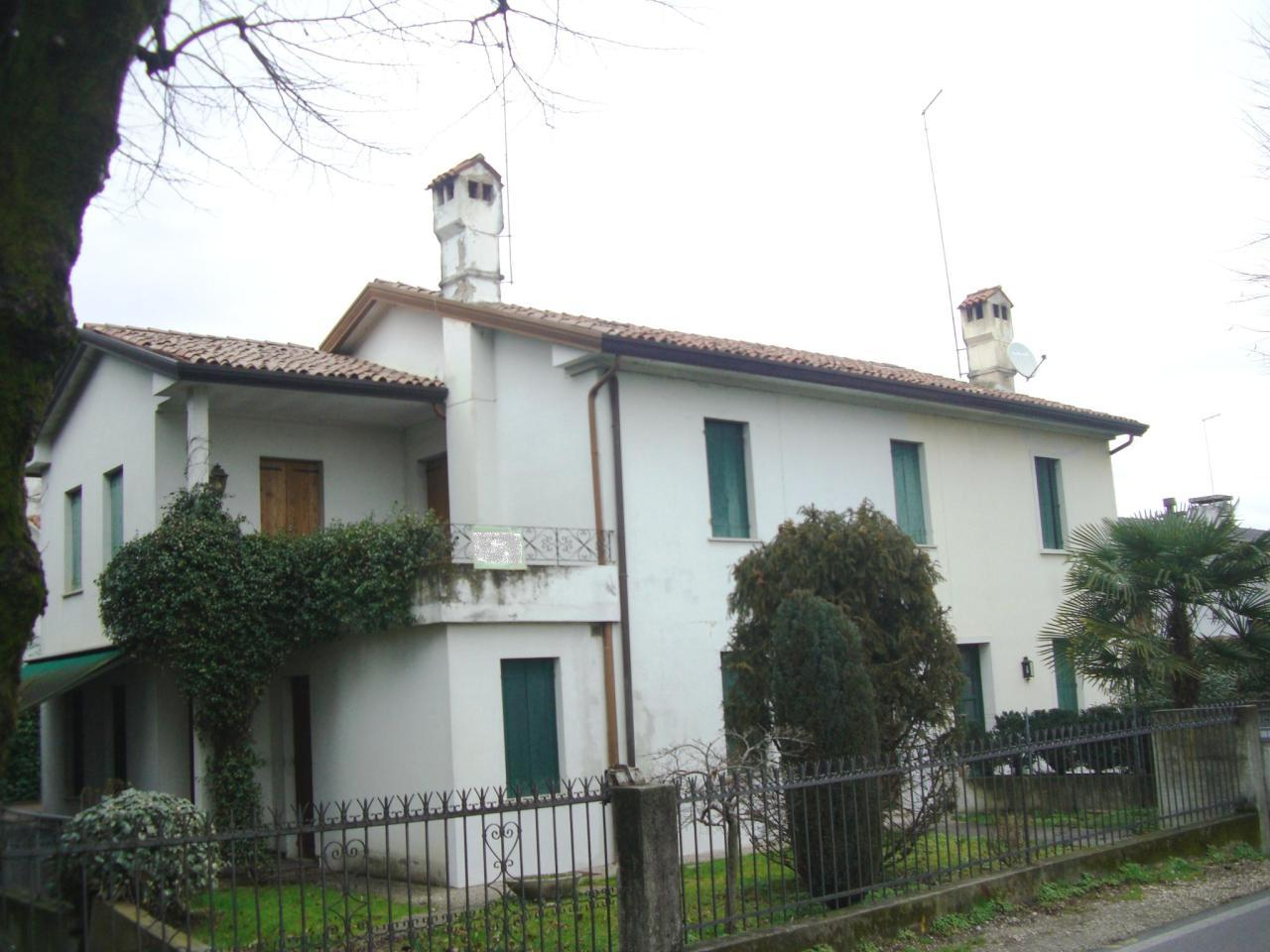 Soluzione Indipendente in vendita a Castelfranco Veneto, 11 locali, prezzo € 255.000 | Cambio Casa.it