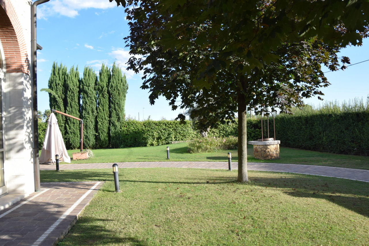 Soluzione Indipendente in vendita a Lonigo, 9 locali, Trattative riservate | Cambio Casa.it