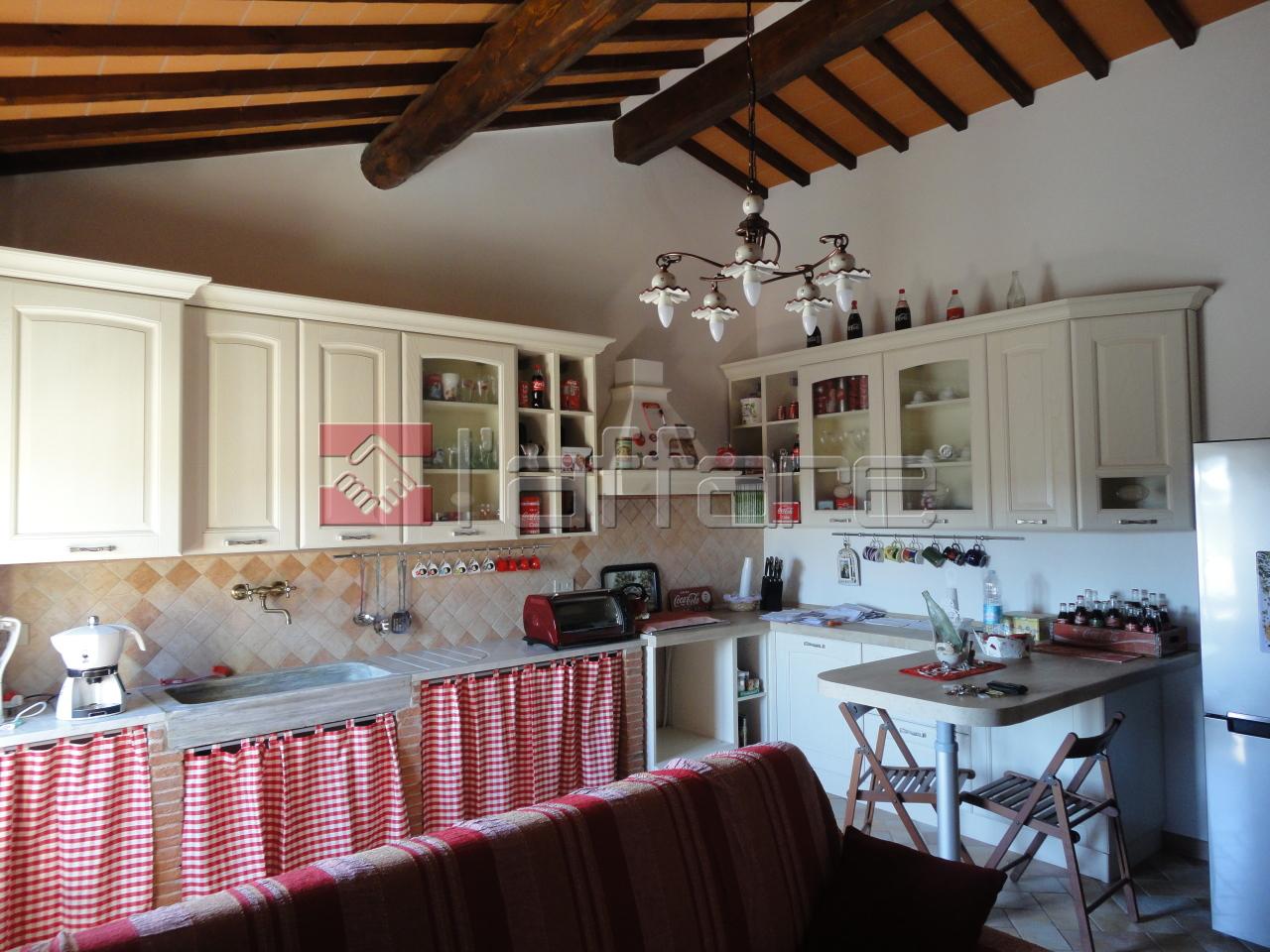 Appartamento in vendita a Crespina Lorenzana, 4 locali, prezzo € 90.000   Cambio Casa.it