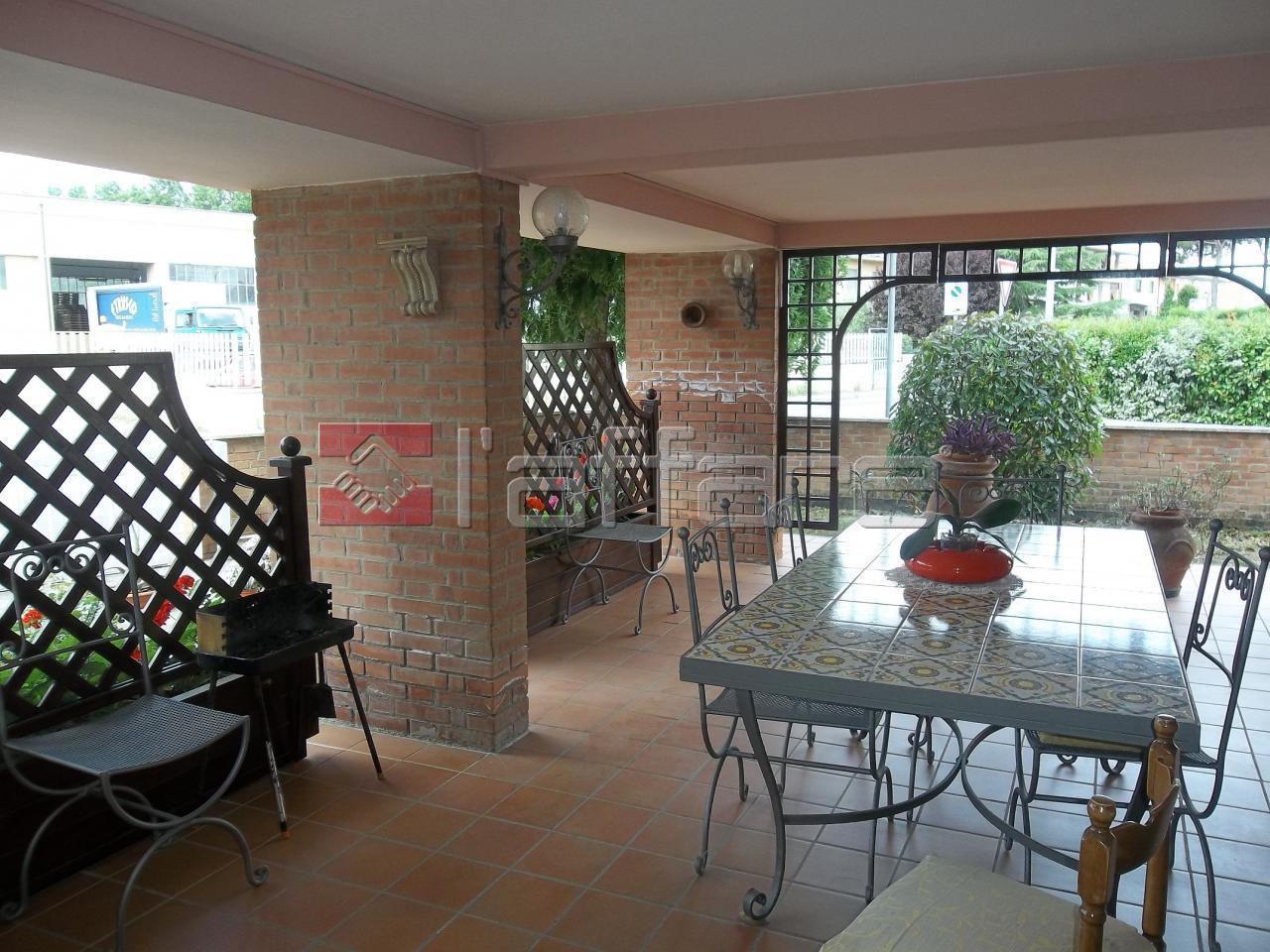 Villa in vendita a Ponsacco, 7 locali, prezzo € 580.000 | Cambio Casa.it