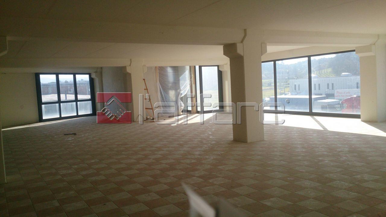Negozio / Locale in vendita a Casciana Terme Lari, 2 locali, prezzo € 230.000 | Cambio Casa.it