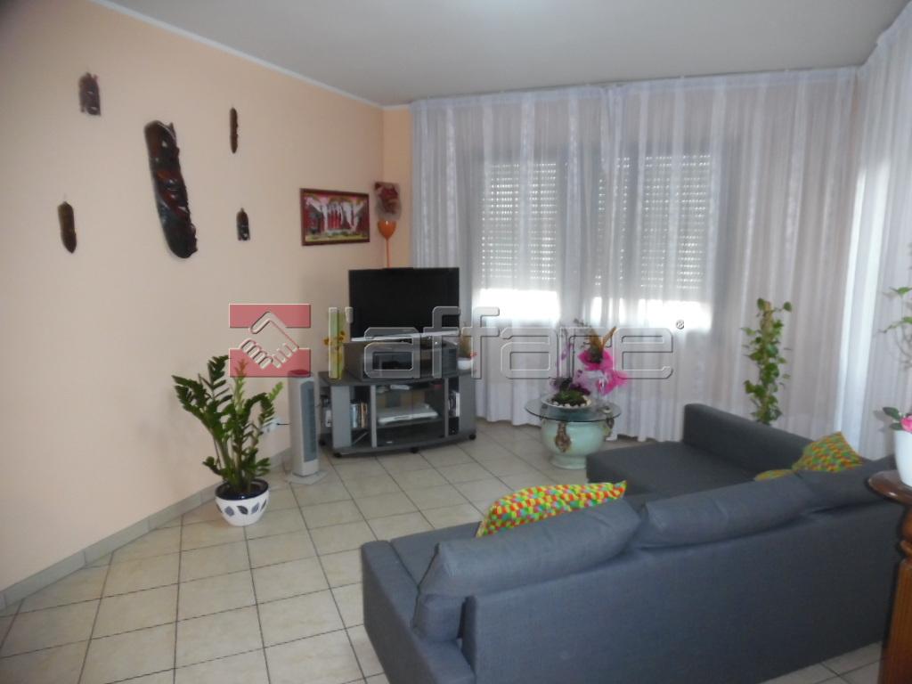Appartamento in vendita a Pontedera, 5 locali, prezzo € 210.000 | CambioCasa.it