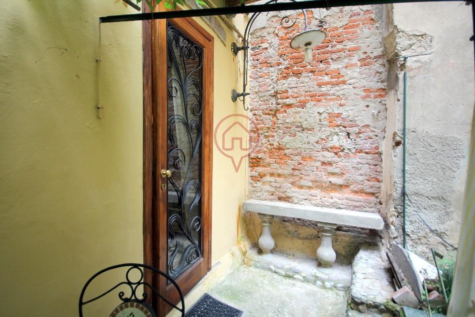 Bilocale Lucca Via Sant' Anastasio 3