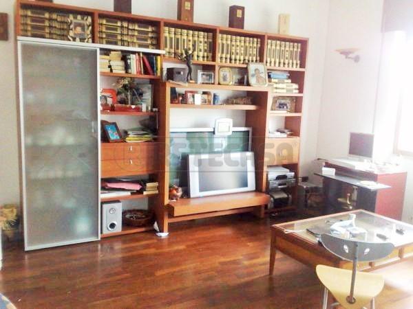 Appartamento in vendita a Viareggio, 5 locali, prezzo € 240.000 | Cambio Casa.it