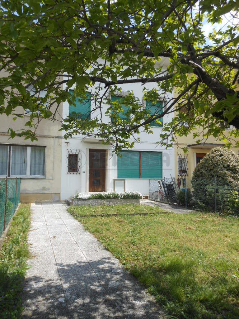 Soluzione Indipendente in vendita a Bassano del Grappa, 6 locali, prezzo € 200.000 | Cambio Casa.it
