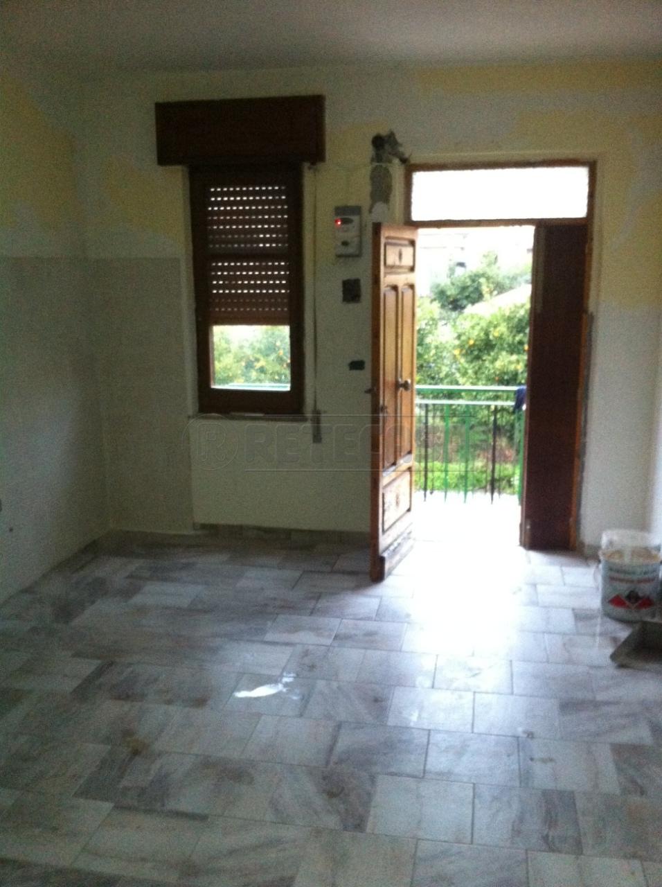 Appartamento in vendita a Catanzaro, 2 locali, prezzo € 40.000 | Cambio Casa.it