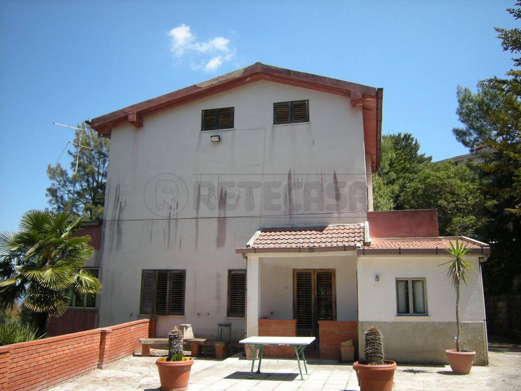 Villa unifamiliare in vendita - 400 mq