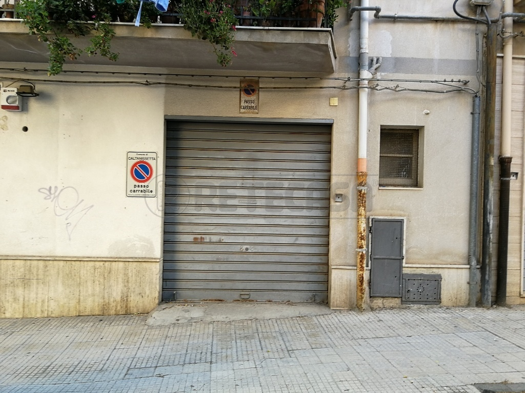 Negozio, 53 Mq, Affitto - Caltanissetta (CL)