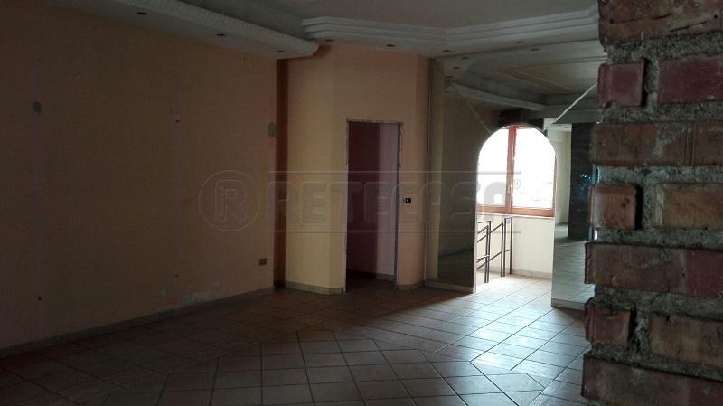 Negozio / Locale in affitto a Baronissi, 1 locali, prezzo € 750 | Cambio Casa.it