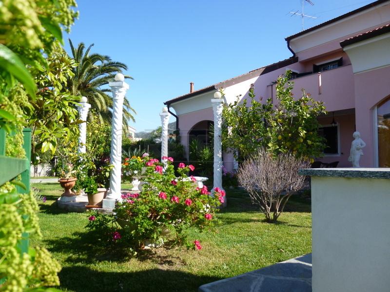 Villa in vendita a Loano, 7 locali, Trattative riservate | Cambio Casa.it
