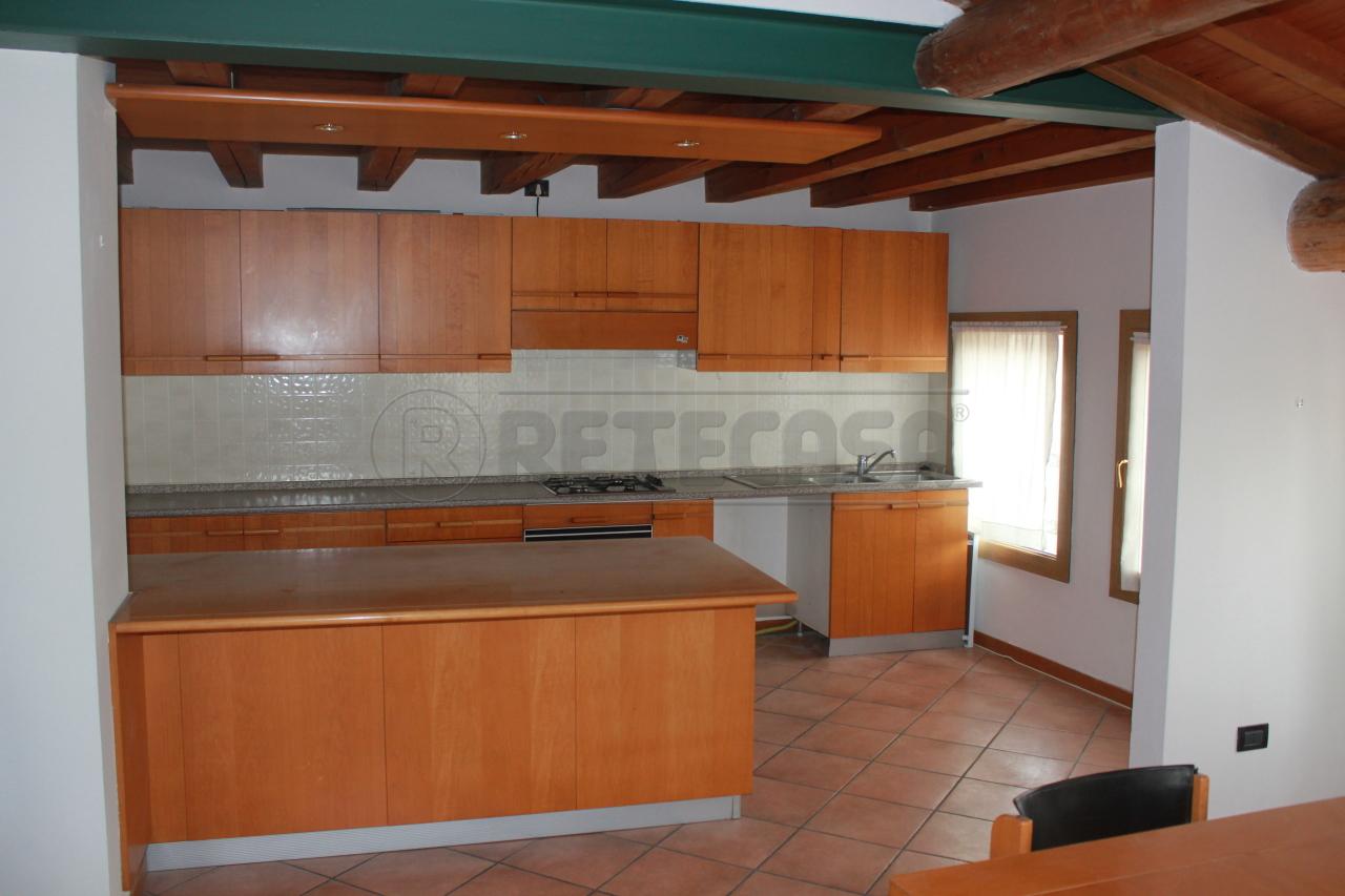 Attico / Mansarda in affitto a Vicenza, 6 locali, prezzo € 1.200 | Cambio Casa.it