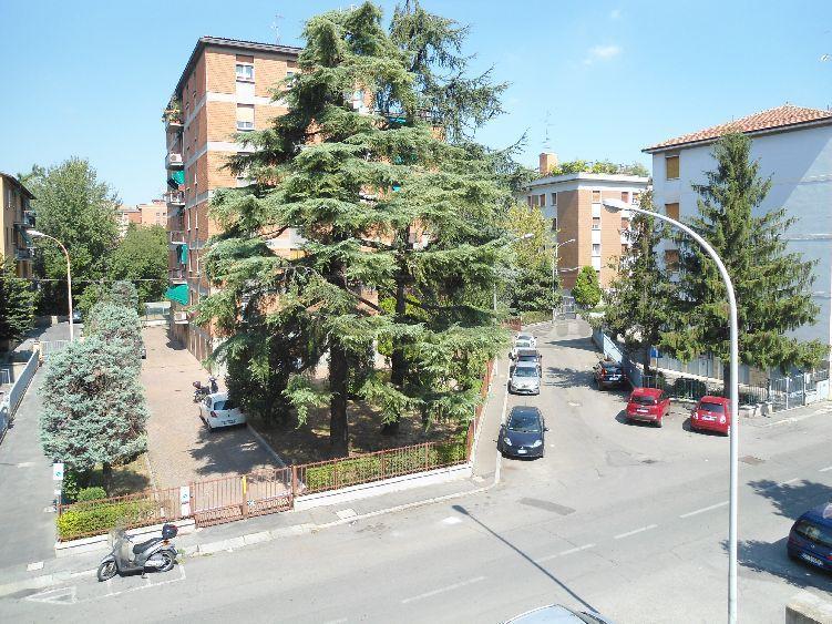 Bilocale Bologna Via Treves 9