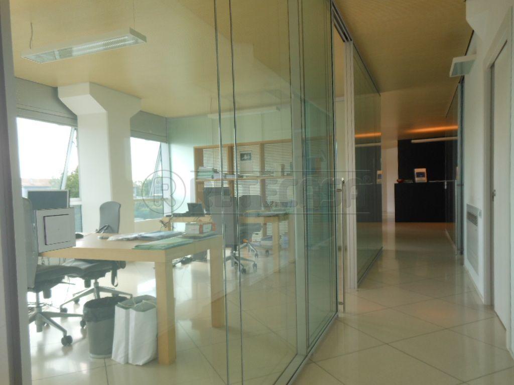 Ufficio / Studio in affitto a Bassano del Grappa, 5 locali, prezzo € 2.000 | Cambio Casa.it