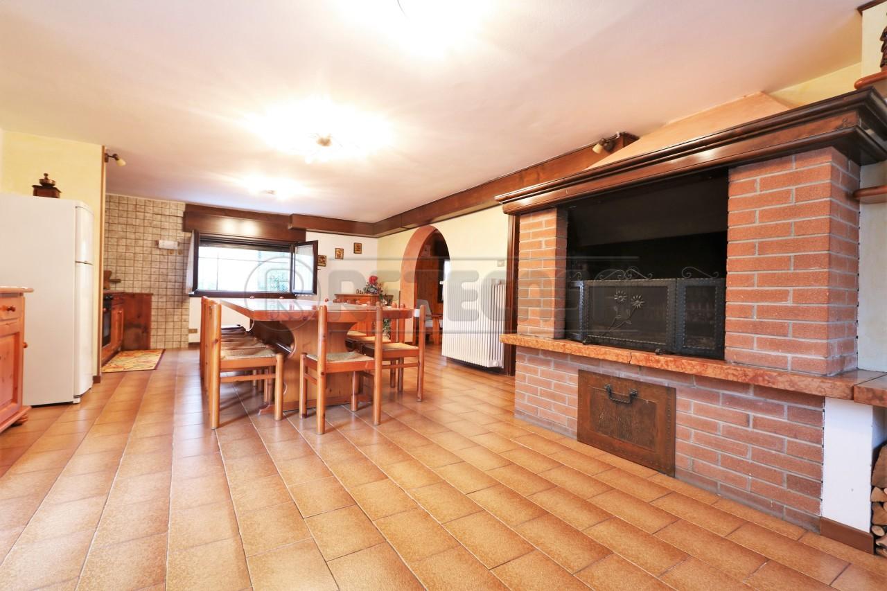 Soluzione Indipendente in vendita a Vicenza, 11 locali, prezzo € 270.000   Cambio Casa.it