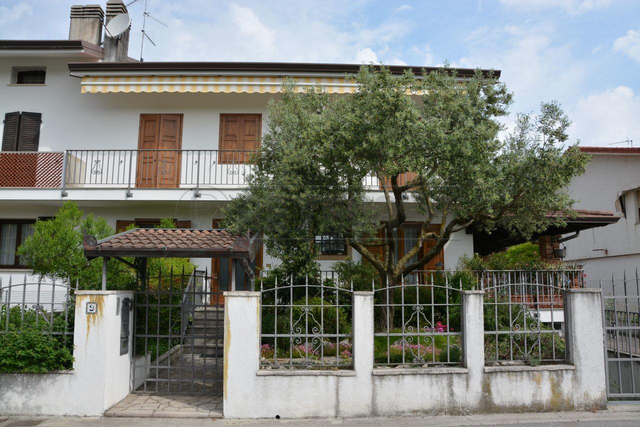 Soluzione Indipendente in vendita a Palmanova, 8 locali, prezzo € 359.000 | Cambio Casa.it