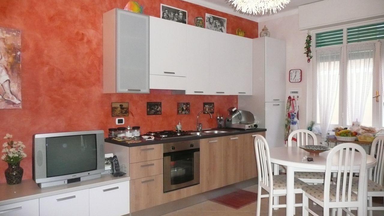 Appartamento in affitto a Sestri Levante, 6 locali, prezzo € 600 | CambioCasa.it
