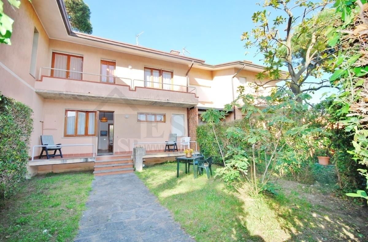 Soluzione Semindipendente in affitto a Pietrasanta, 6 locali, Trattative riservate | Cambio Casa.it