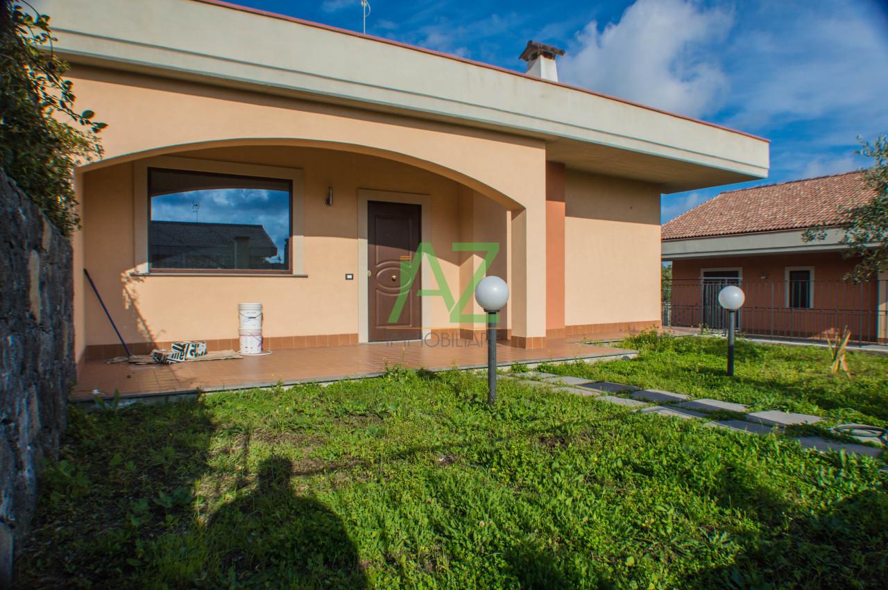 Villa in Vendita a Aci Sant'Antonio
