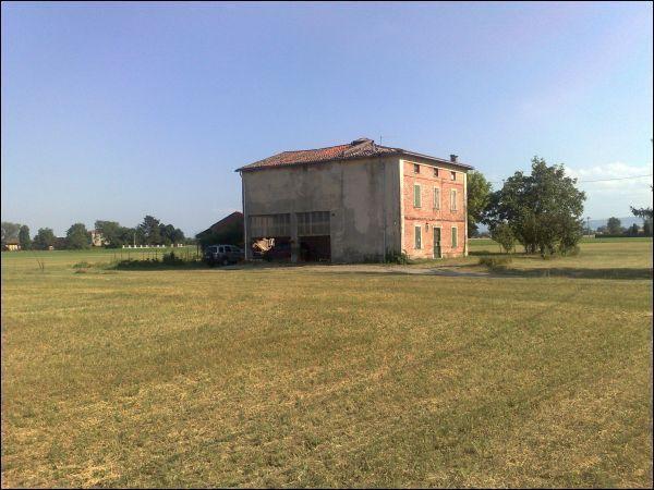 Rustico / Casale in vendita a Parma, 9 locali, prezzo € 115.000   Cambio Casa.it